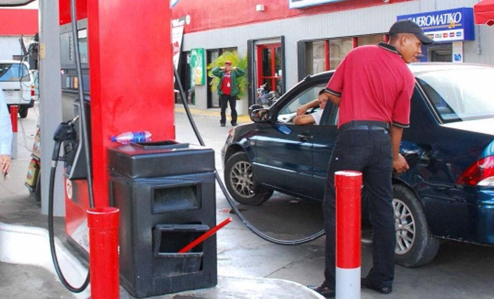 Gobierno sube RD$2 a la gasolina y baja RD$3.50 al gas licuado