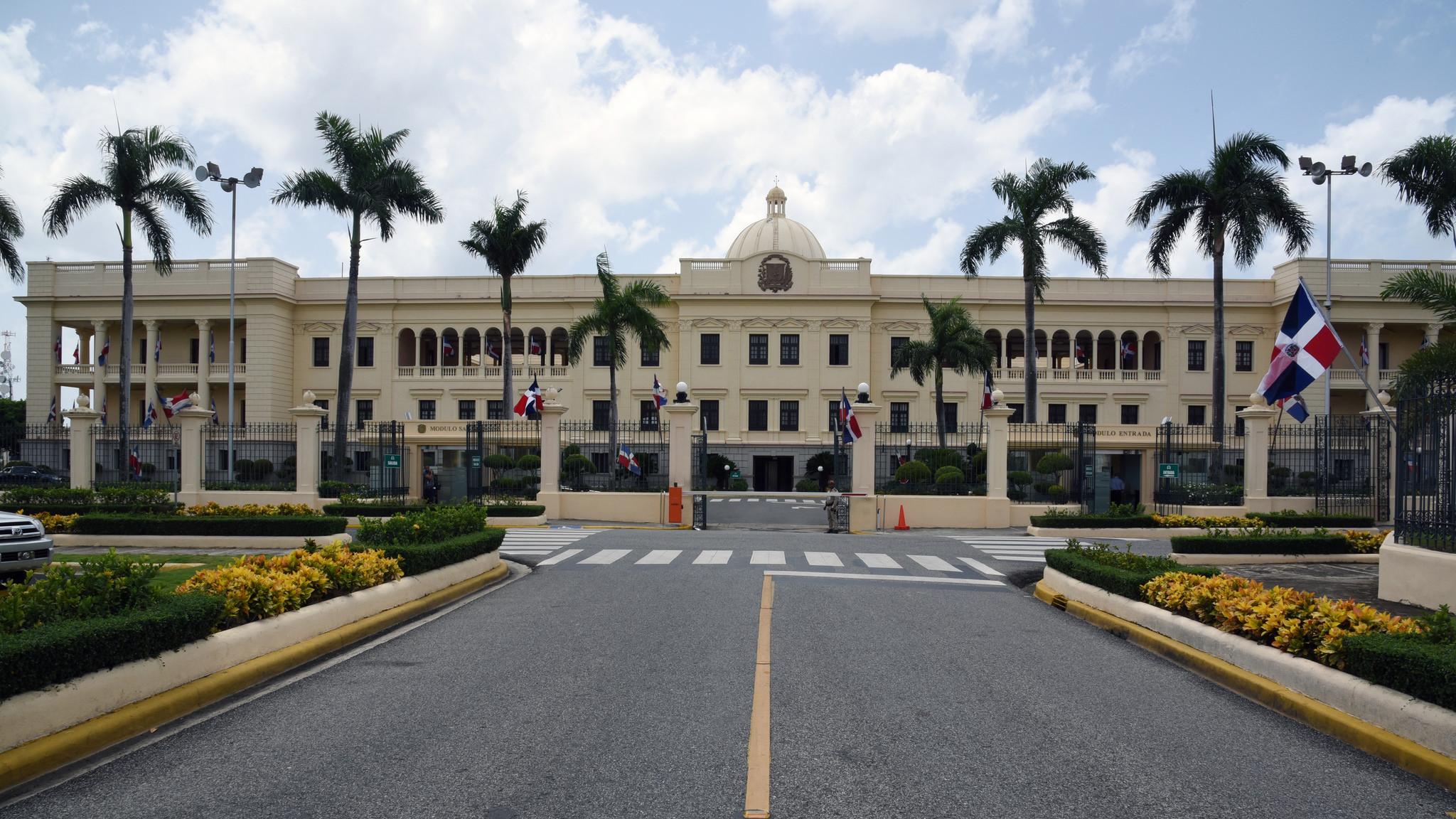 Medina convoca de forma extraordinaria al Senado y Cámara de Diputados