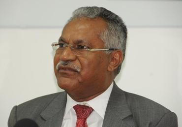 Presidente Medina destituye a titular de Cambio Climático